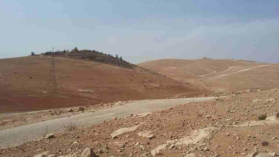 ارض سكنية بالمنامة 450 متر زاوية شارعين فقط 90 الف درهم-  الأردن   عمان اراضي للبيع...