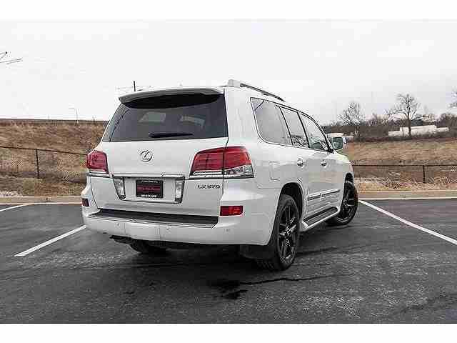 I am selling my neatly used 2017 Lexus lx 570, no accident and full option, expertly used, Gulf specification, The car is very efficient with low mileage. Inter-  I want to sell my 2015...