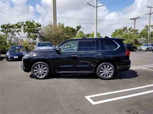 I am selling my neatly used 2017 Lexus lx 570, no accident and full...