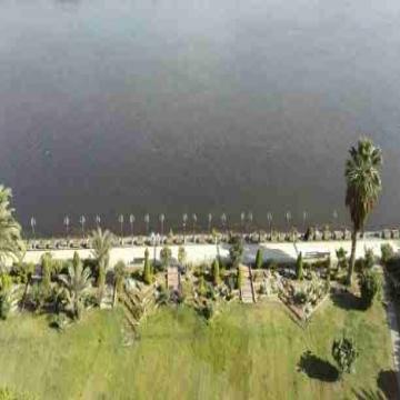 - يوجد شقق مفروشه إيجار وتمليك تتطل على النيل مباشرة داخل كمبوند...