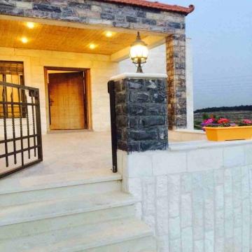 - فيلا سوبر ديلوكس للبيع في شارع السلام مرج الحمام  مساحة البناء:...