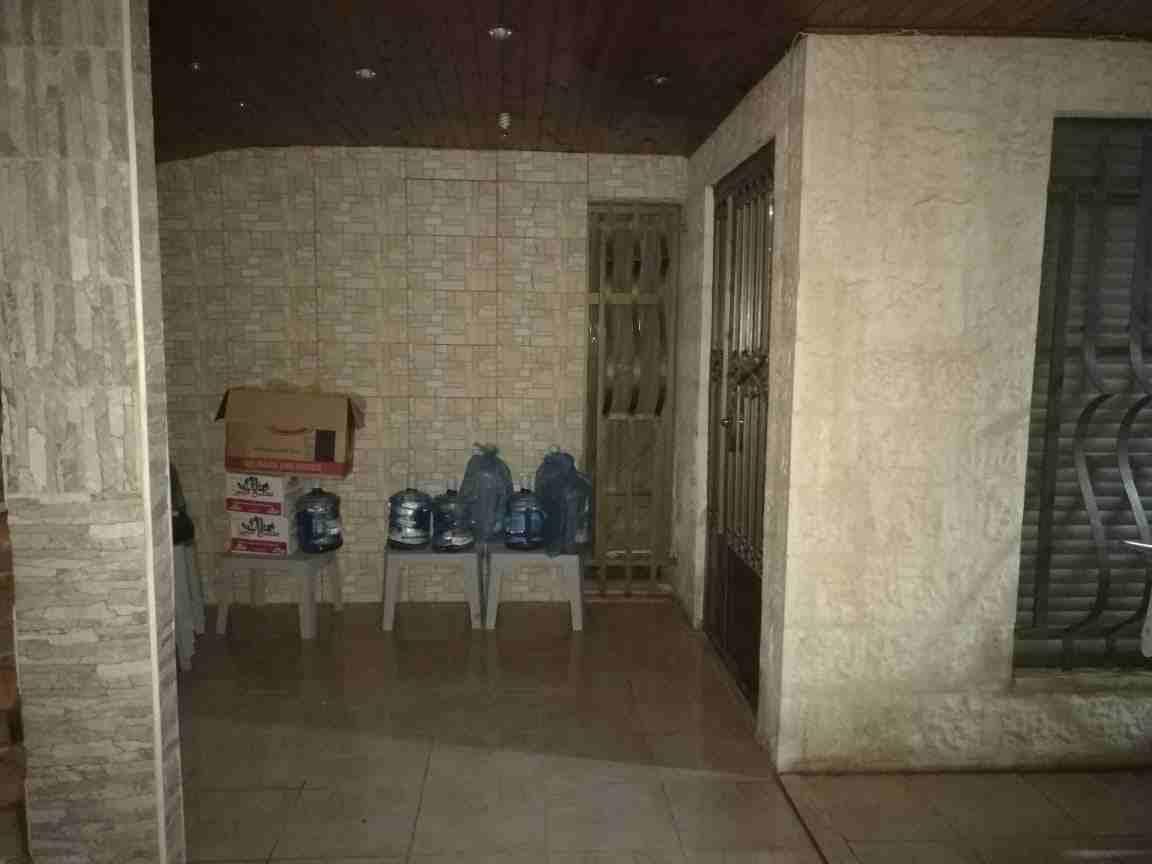 شقة للبيع في ضاحية الرشيد خلف مدارس المنهل على شارعين خلف نادي ضباط...