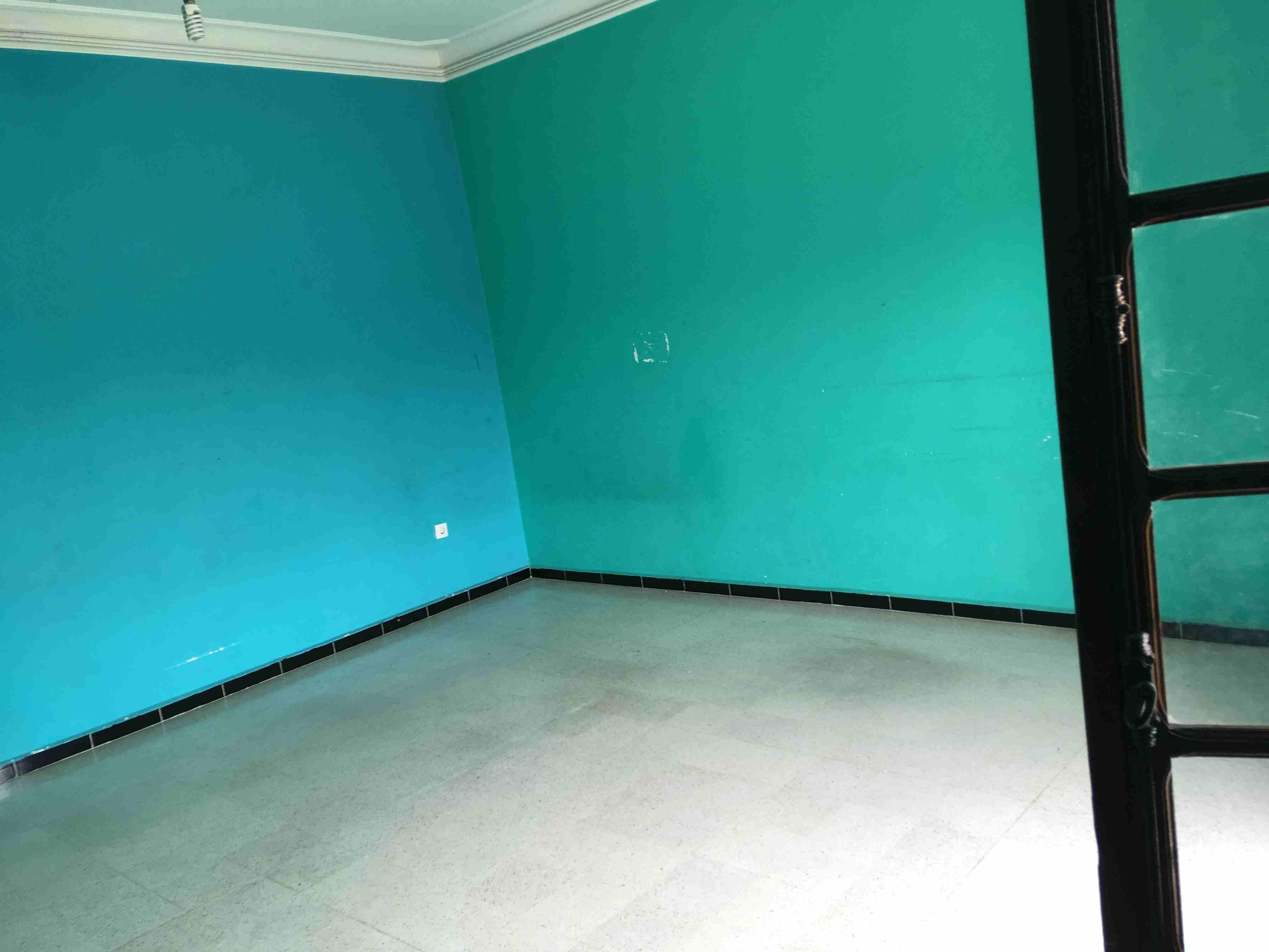 MONTHLY Fully Furnished Studio In Building Including Elect. Water & Wifi In Hamdan Street Near Al Hosn 4500-  طابق للكراء في الجزائر...