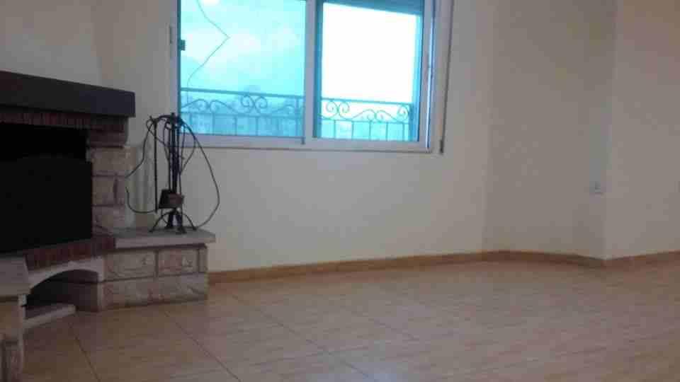 تملك غرفتين وصالة في برج (أرت تاور) في منطقة النهدة بالشارقة-  الأردن   عمّان شقة مع روف...