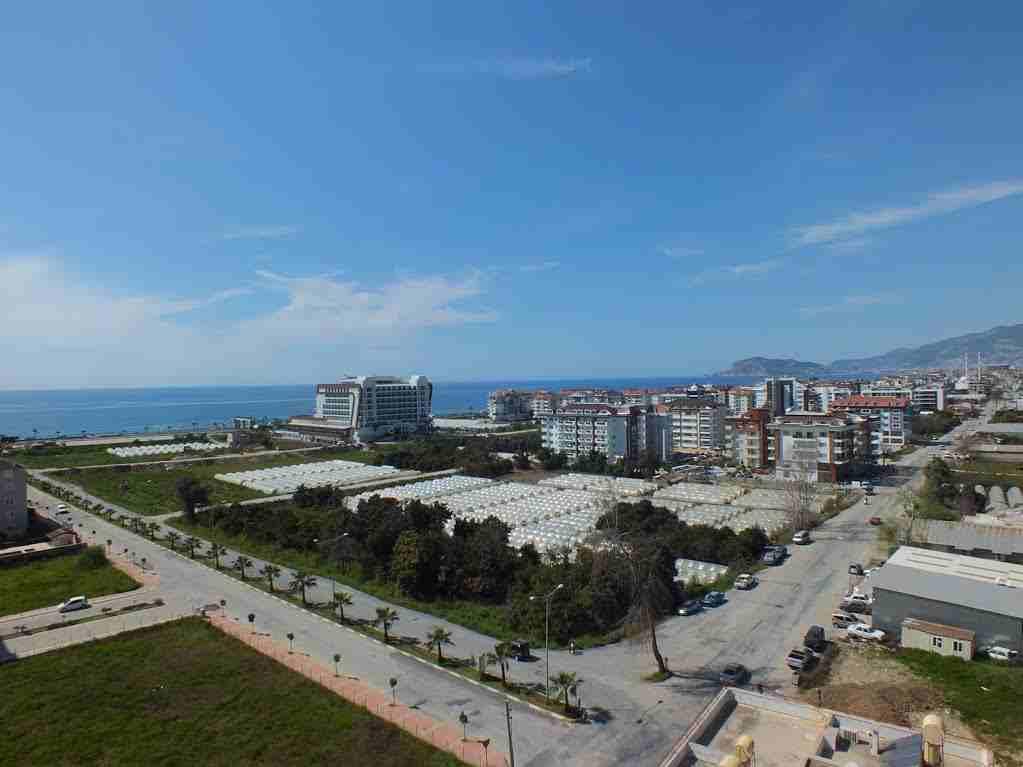 يقع المنتجع على بعد 250 متر فقط من البحر ويتميز بموقع رائع بين...