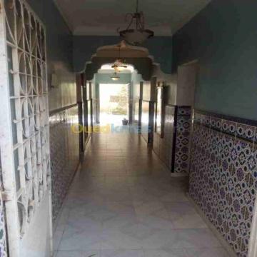 - فيلا للبيع ذات طابقين و7 غرف بجميع الوثائق 200م2_كاراج + حديقة +...
