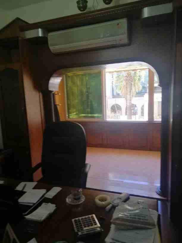 يوجد لدي مكتب تجاري للإيجار مفروش في الشميساني مقابل فندق الكومودور...