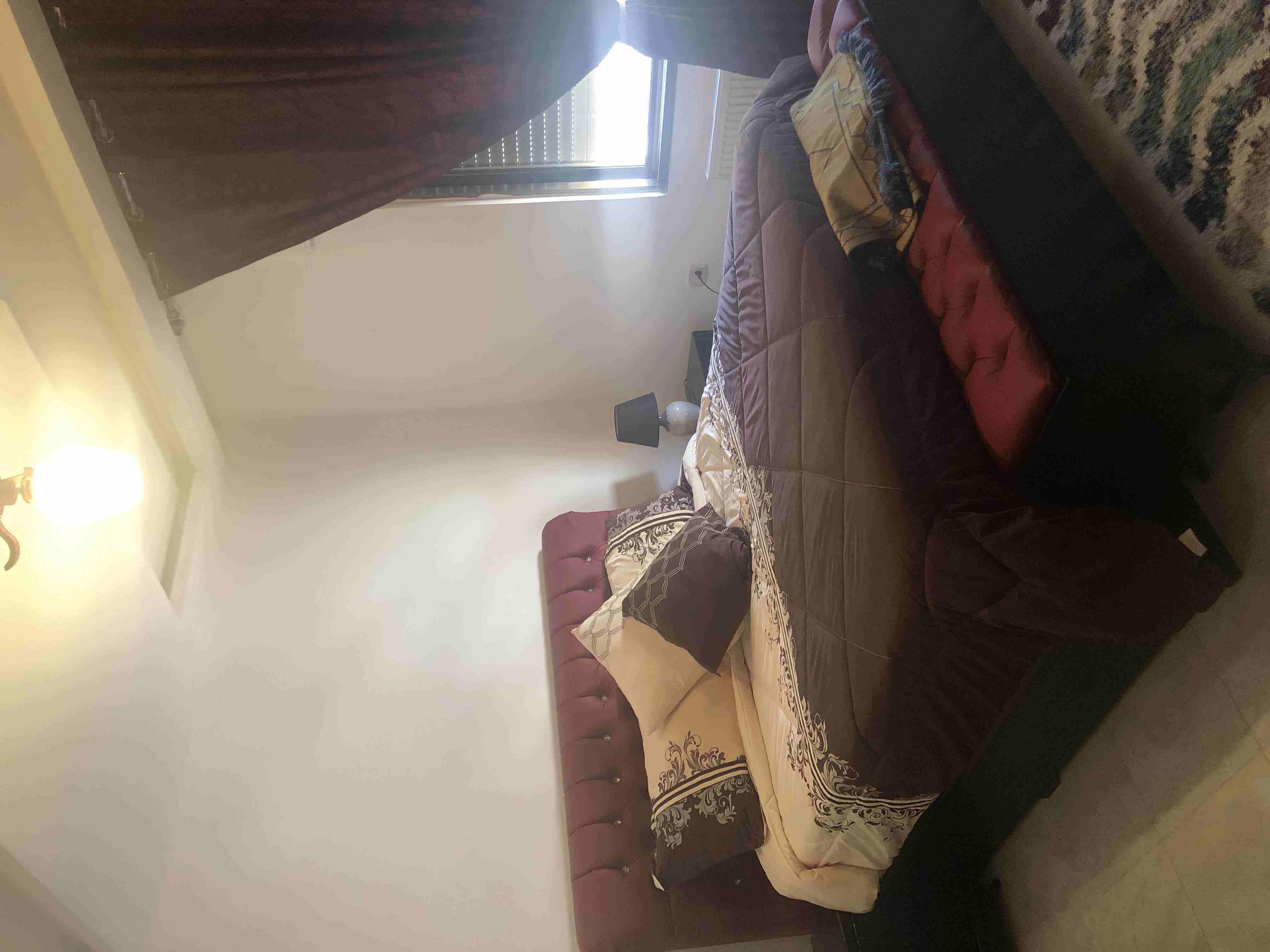 غرفة نوم ماستر للبيع استعمال شهرين فقط مع فرشات ب ٧٠٠ دينار