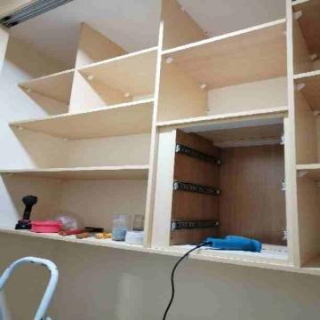 - نجار متنقل لصيانة أثاث منزلك فك وتركيب غرف النوم تغيير مفصلات...