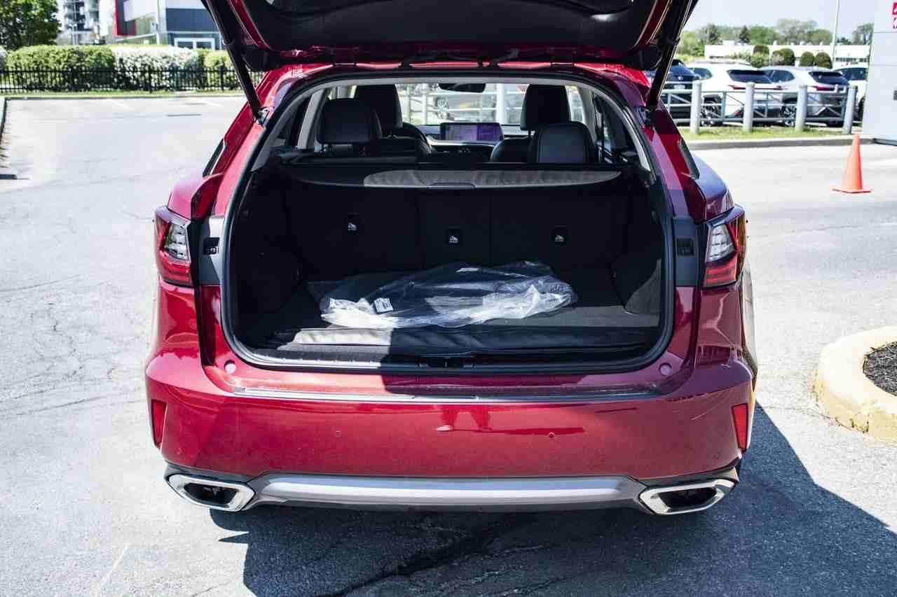 دودج تشالنجر 6.4L R/T Scatpack Widebody 2018 مستعملة-  Lexus Rx 350 SUV 2018 GCC...