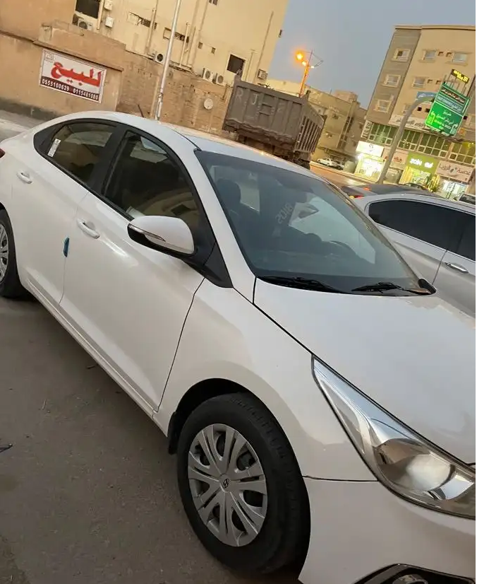 I want to sell my 2015 Lexus LX 570 4WD 4dr, i am moving out of the country, the car has been used only few times, No mechanical Fault, No accident, Single Owne-  السيارة: هونداي   اكسنت...