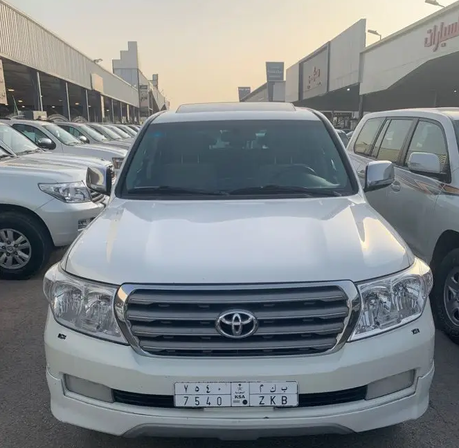 I want to sell my 2015 Lexus LX 570 4WD 4dr, i am moving out of the country, No mechanical Fault, No accident, Single Owner, contact me for more details:Callrob-  السيارة: تويوتا...