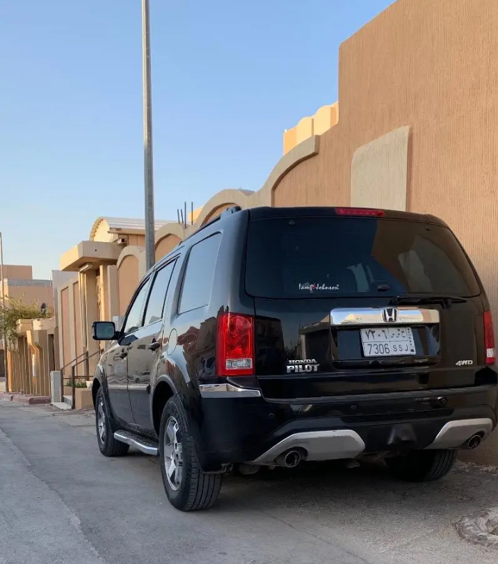I am advertising my 2016 TOYOTA LAND CRUISER for sale at the rate of $15000 because i relocated to another country, the car is in good and excellent condition, -  هوندا بايلوت 2014...