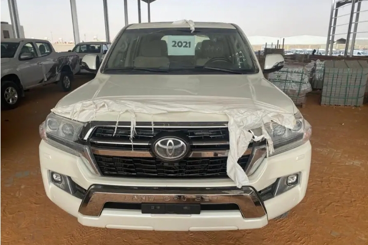 Lexus Rx 350 SUV 2018 GCC is very clean like brand new with warranty,Red 2018 model, This car has automatic transmission.GCC specs.CONTACT EMAIL: Mrharry1931@gm-  مـــــتوفـــــر...