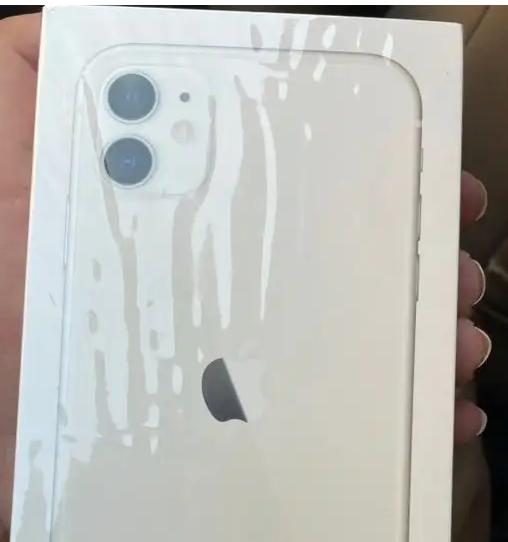 Apple Iphone 8 256GB GOLD COLOUR-  للبيع ايفون11 الحاله:جديد...