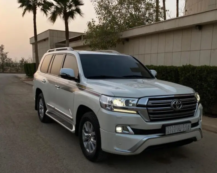 2016 Nissan patrol le platinum in good shape, clean and it is rarely used for some months, it runs on low kilometers, perfect tires, Gcc spec and it is in good -    الموديل: تويوتا...