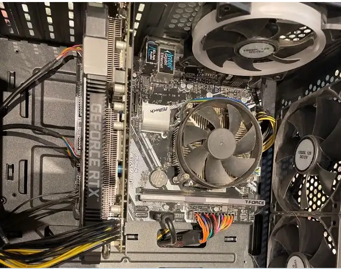 كمبيوتر قيمنق مع (شاشة4K) وكيبورد وماوس و ماوس بات-  pc مواصفات تشغل قراند...