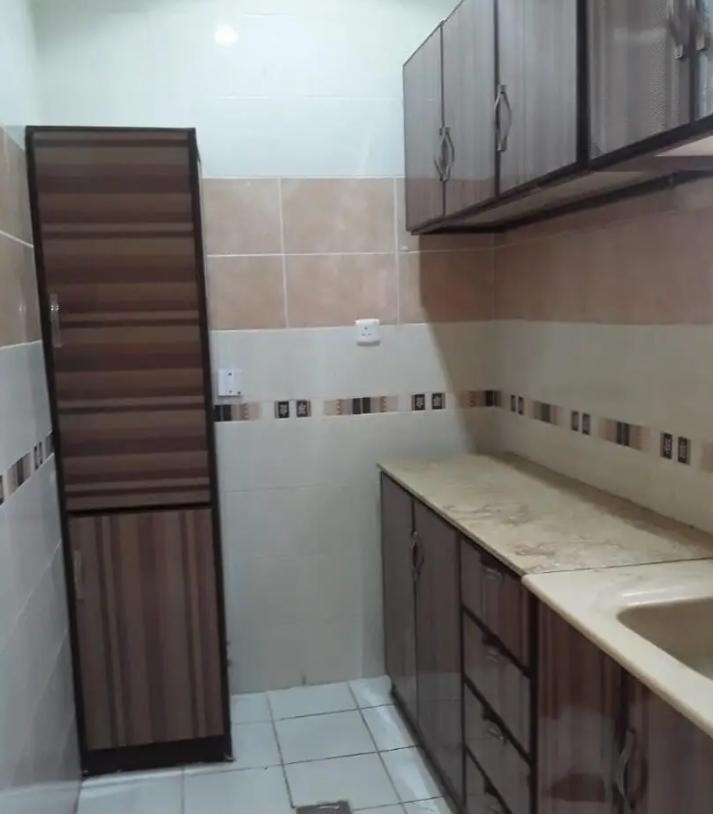 Brand new 1 BHK With 2/bathroom in bain aljesraen (Rabdan area)-  شقةفي عمارة سكنية حديثة...