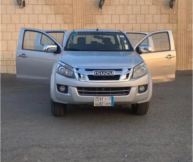 I am selling my neatly used 2017 Lexus lx 570, no accident and full option, expertly used, Gulf specification, The car is very efficient with low mileage. Inter-  ايسوزو غمارتين دبل...