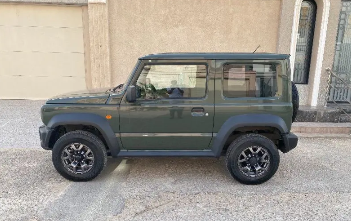 I want to sell my Neatly 2014 MERCEDES BENZ G63 AMG car for just $17000 USD, is barely used and Bought new, Still very clean, inside and outside, full options w-  للبيع جيب سزوكي...