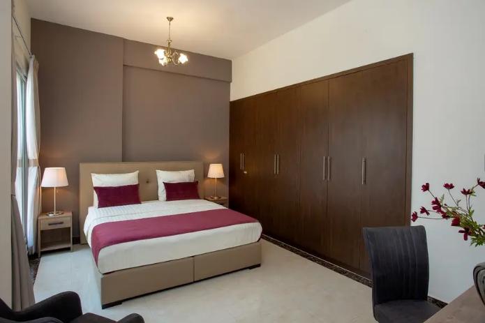 لايجار السنوي استديو تاني صف من الكورنيش-  Stunning Apartment in...
