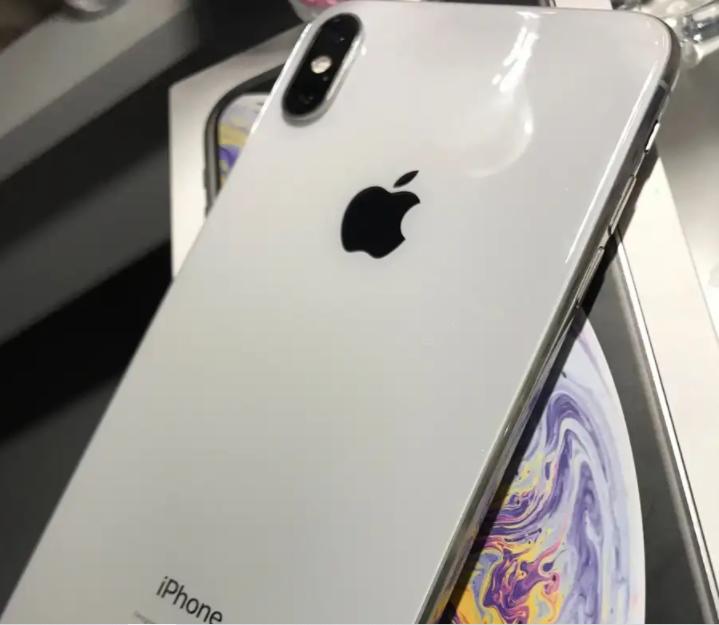 Samsung s5-  الجهاز للامانة نظيف ولم...