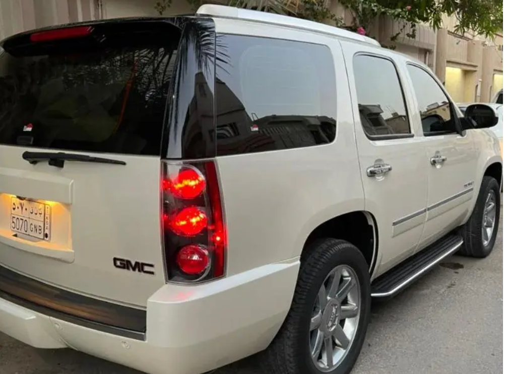 I am selling my neatly used 2017 Lexus lx 570, no accident and full option, expertly used, Gulf specification, The car is very efficient with low mileage. Inter-    الموديل: جي ام سي...