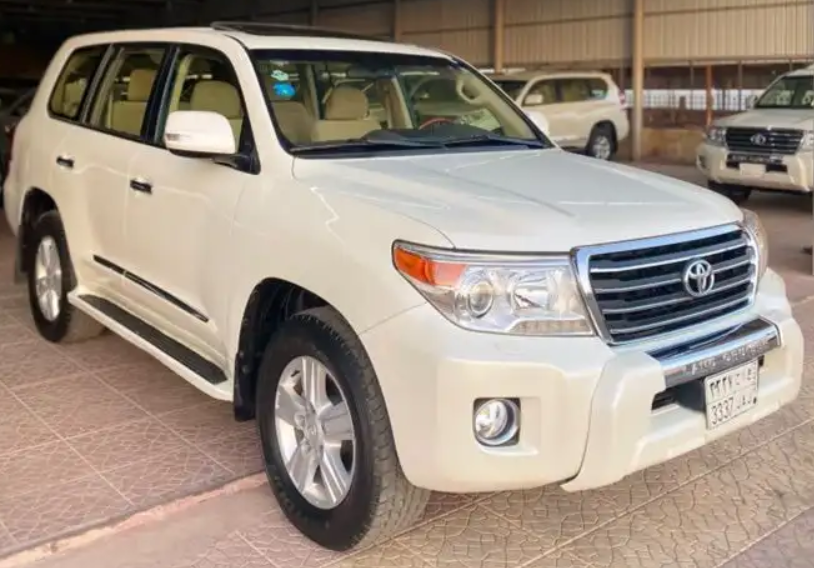 2016 Nissan patrol le platinum in good shape, clean and it is rarely used for some months, it runs on low kilometers, perfect tires, Gcc spec and it is in good -  ماشاء الله تبارك الله ((...