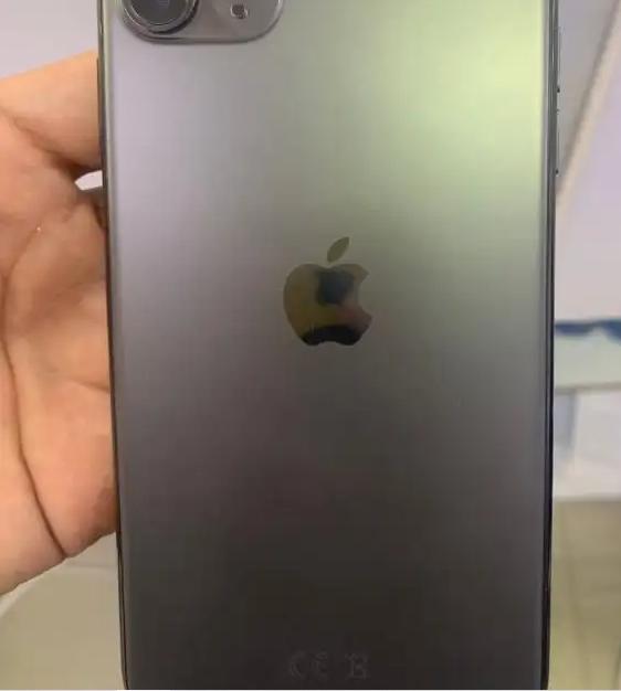 Samsung Galaxy M31S-  ايفون 11 برو ماكس اسود 64...