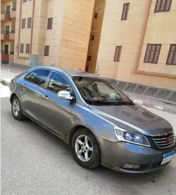 2016 Nissan patrol le platinum in good shape, clean and it is rarely used for some months, it runs on low kilometers, perfect tires, Gcc spec and it is in good -  فيرانى مانيوال