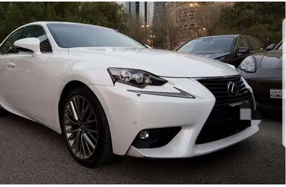 Used Lexus LX 570 2017 fully loaded option - Perfect Condition - Full Service History - No accident history - GCC Specs - Contact Email: sb.sb.sylvester@gmail.c-  Lexus is 250 2015 Km...
